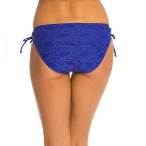 Kenneth Cole Reaction crochet bikini bottom blue L